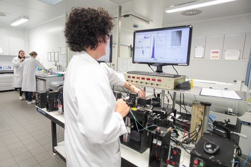 En étant dotée d'un laboratoire de sexage en interne, EVOLUTION profite d'une grande réactivité et d'une gamme plus large.